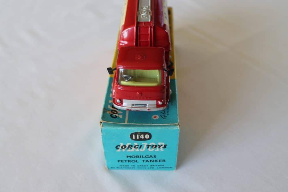 Corgi Toys 1140 Bedford Mobilgas Petrol Tanker-front