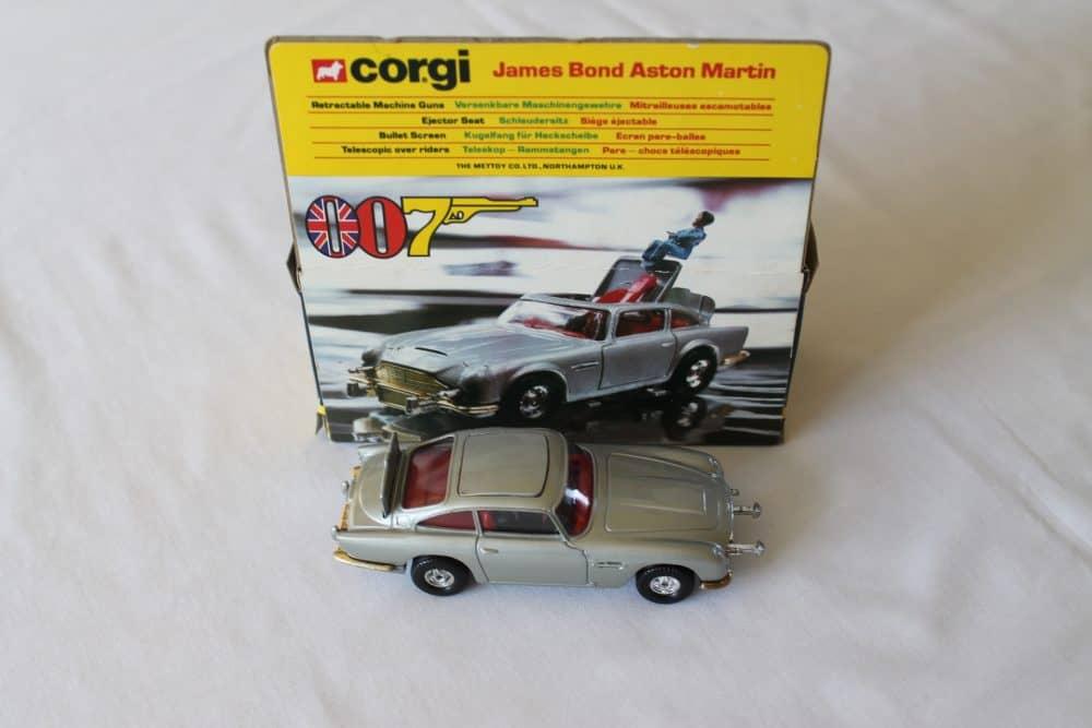 Corgi Toys 271 'James Bond' Aston Martin-side