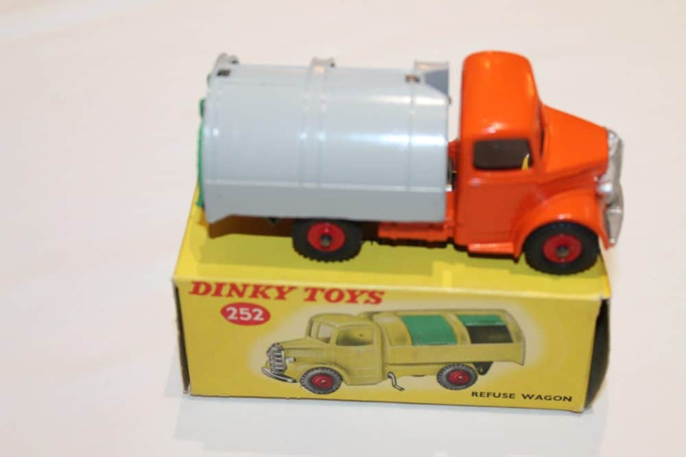 Dinky Toys 252 Refuse Wagon-side