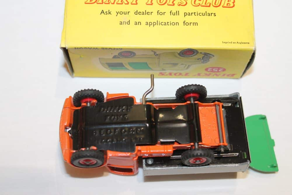 Dinky Toys 252 Refuse Wagon-base