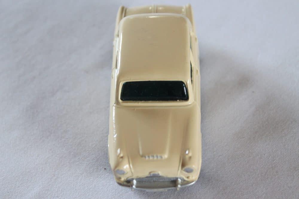 Corgi Toys 201M Austin Cambridge-front