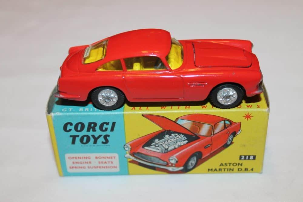 Corgi Toys 218 Aston Martin D.B.4-side