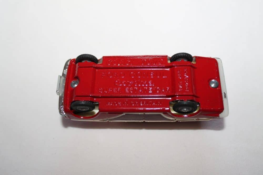 Corgi Toys 491 Ford Cortina Estate-base