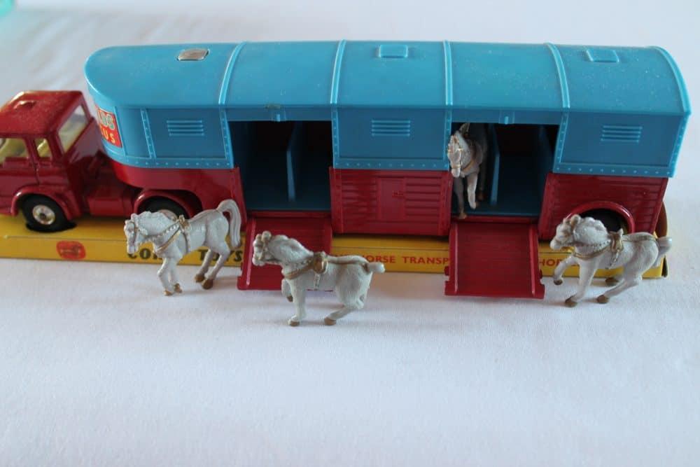 Corgi Toys 1130 Chipperfield Circus Horse Transporter-side2