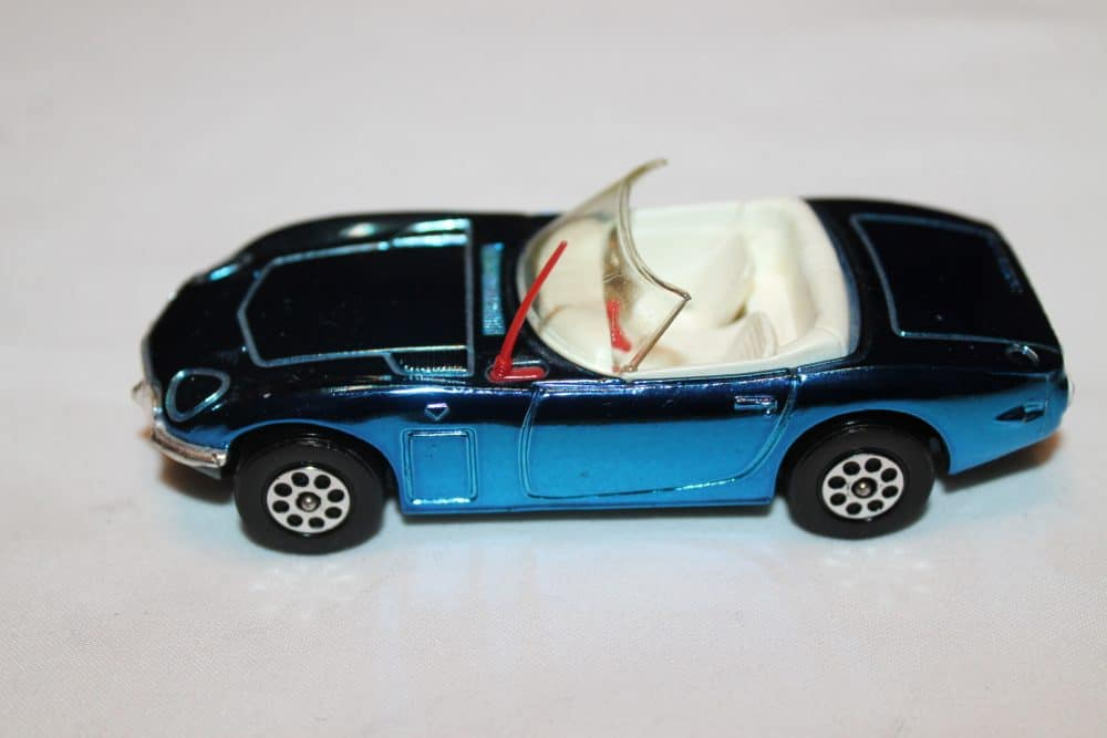 Corgi Toys 375 Toyota 2000 GT-leftside