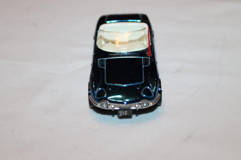 Corgi Toys 375 Toyota 2000 GT-front