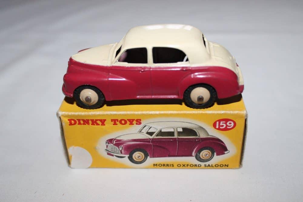 Dinky Toys 159 Morris Oxford