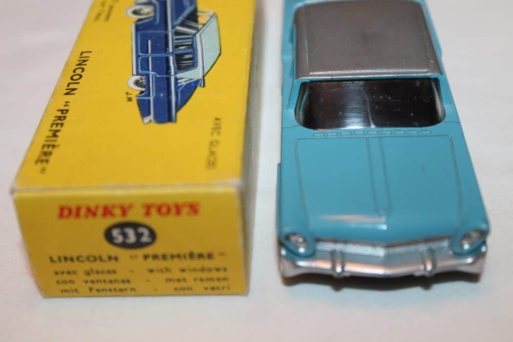 French Dinky Toys 532 Lincoln Premier-front