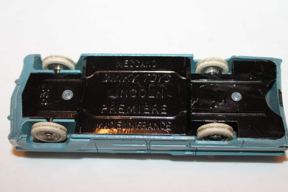 French Dinky Toys 532 Lincoln Premier-base