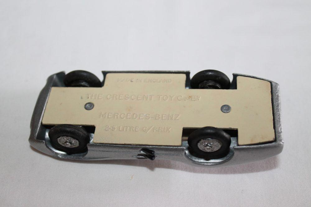 Crescent Toys 1284 Mercedes Benz 2.5 litre Grand Prix Racing Car-base