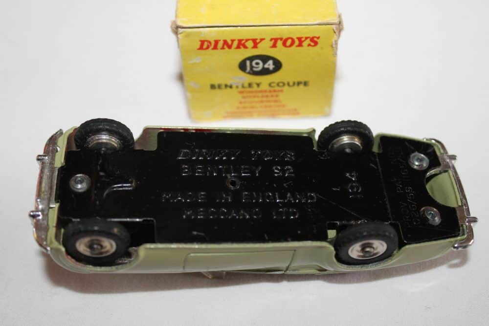 Dinky Toys 194 Bentley Coupe South African version-base