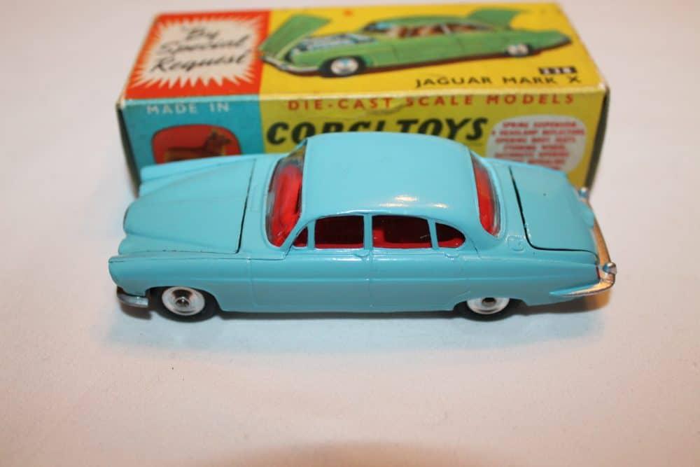 Corgi Toys 238 Jaguar Mark X Lighter Blue shade