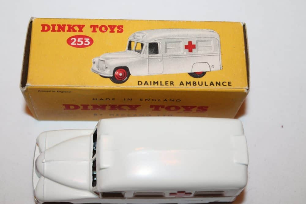 Dinky Toys 253 Daimler Ambulance-top