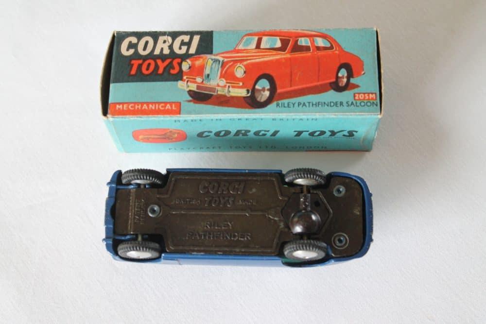 Corgi Toys 205M Riley Pathfinder Saloon Mechanical-base