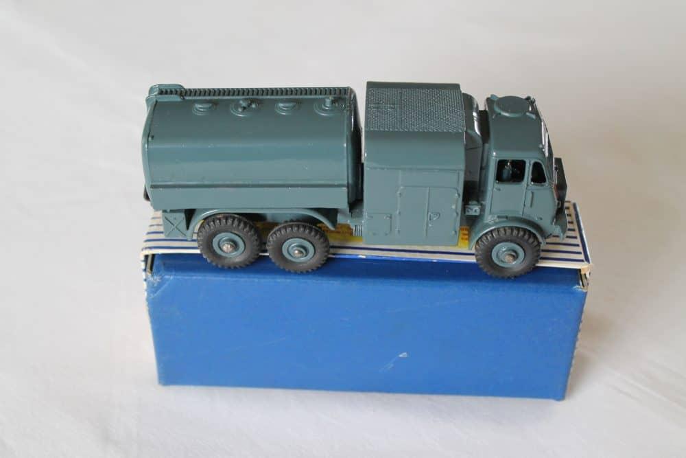 Dinky Toys 642 RAF Pressure Refueler-side