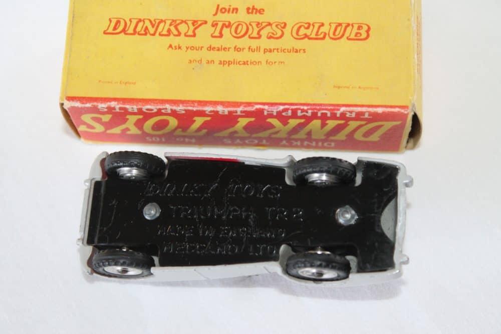 Dinky Toys 105 Triumph T.R.2 Tourer-base