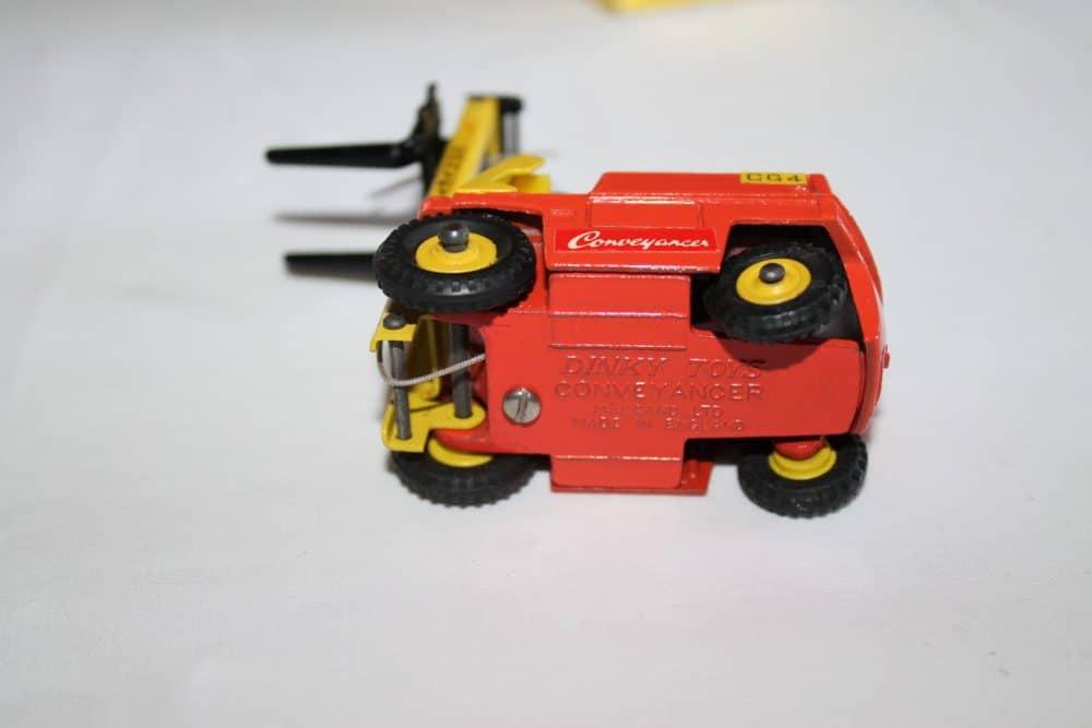 Dinky Toys 404 Conveyancer Fork Lift Truck-base