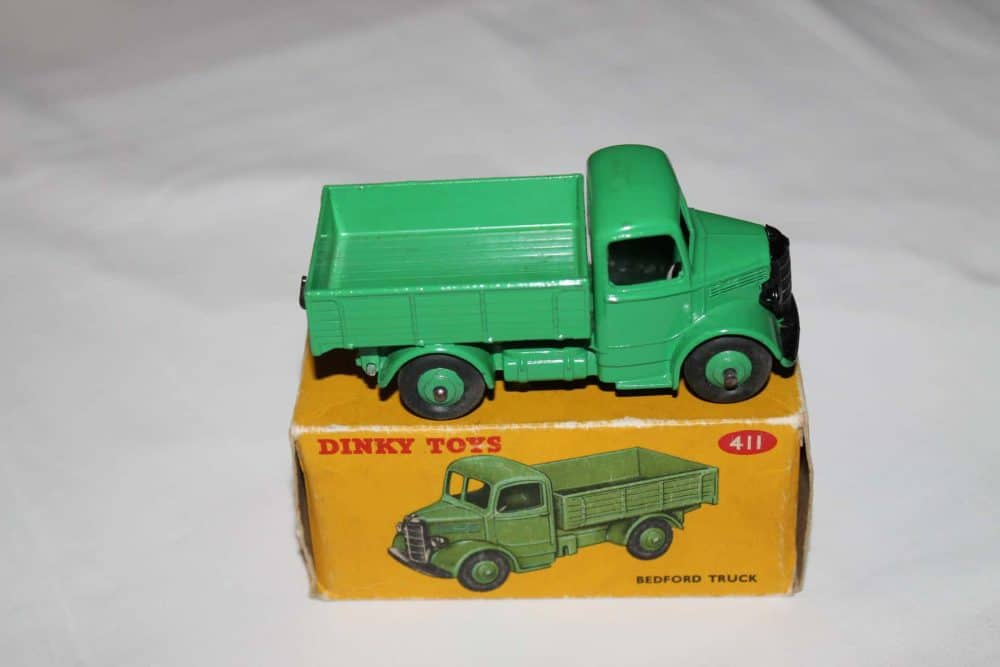 Dinky Toys 411 Bedford Truck-side