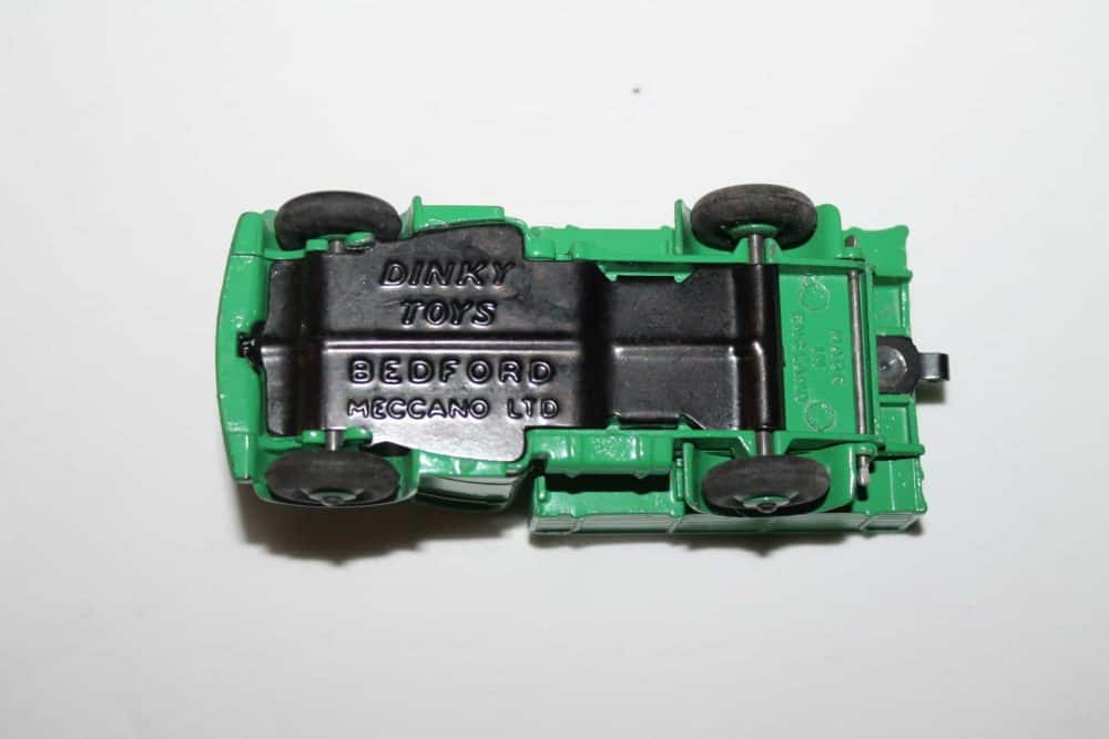 Dinky Toys 411 Bedford Truck-base
