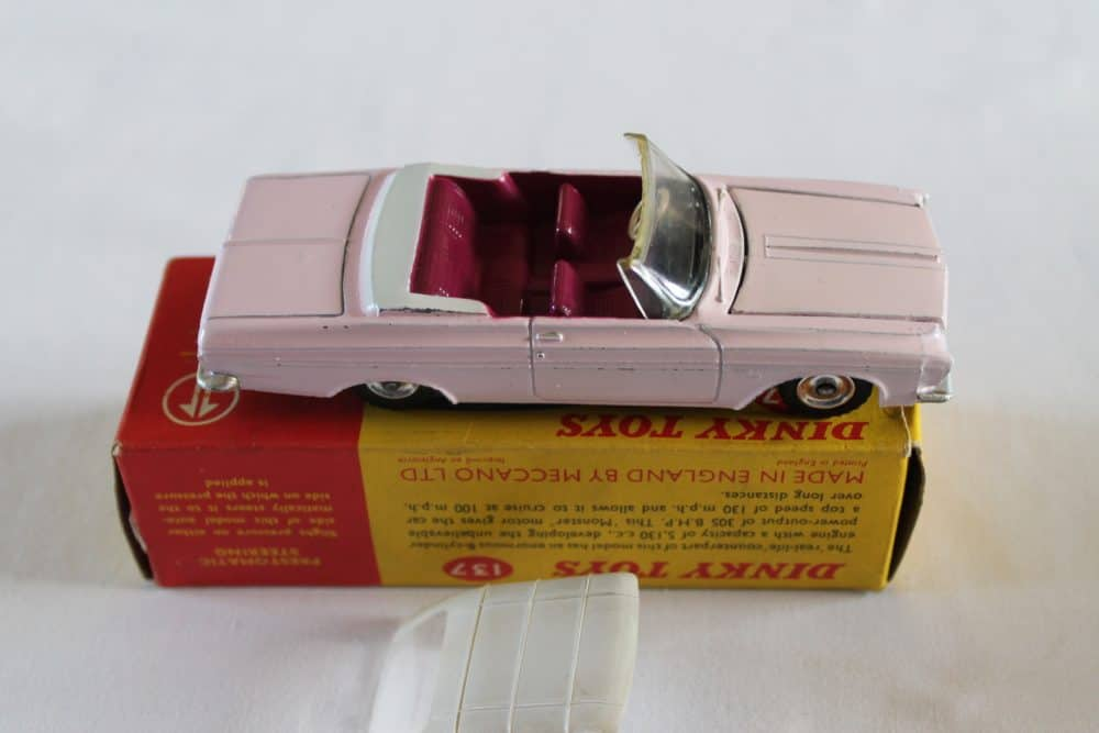 Dinky Toys 137 Plymouth Fury Convertible-side