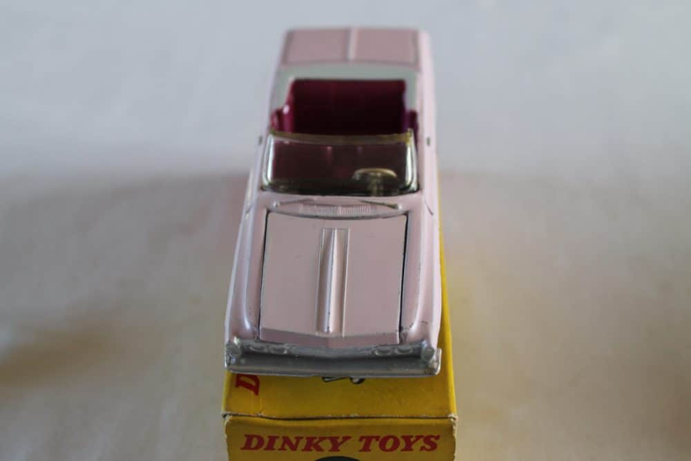 Dinky Toys 137 Plymouth Fury Convertible-front