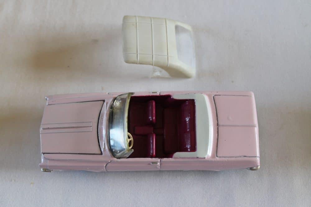 Dinky Toys 137 Plymouth Fury Convertible-top