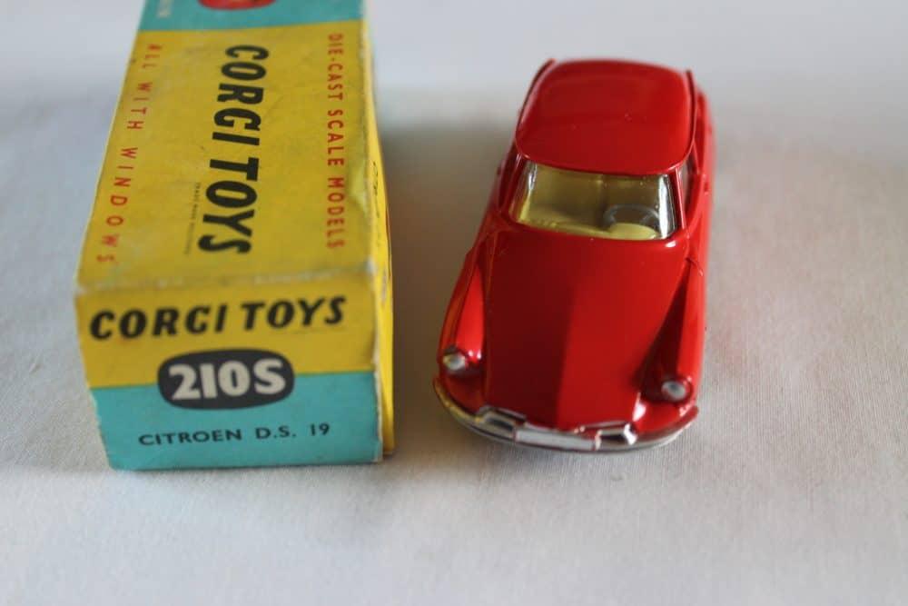 Corgi Toys 210S Citroen DS19-front