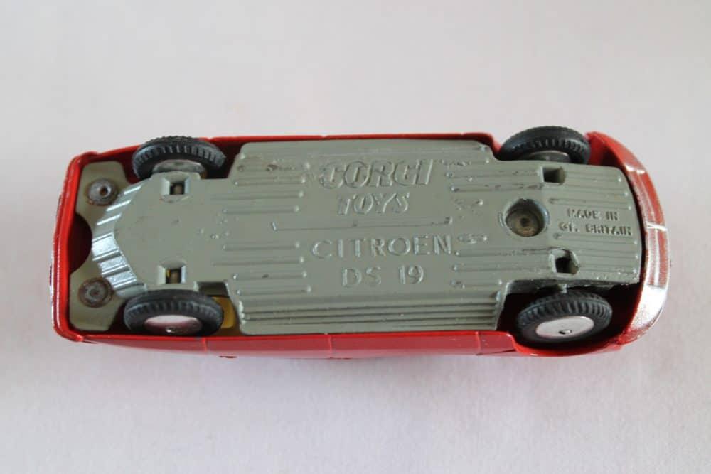 Corgi Toys 210S Citroen DS19-base