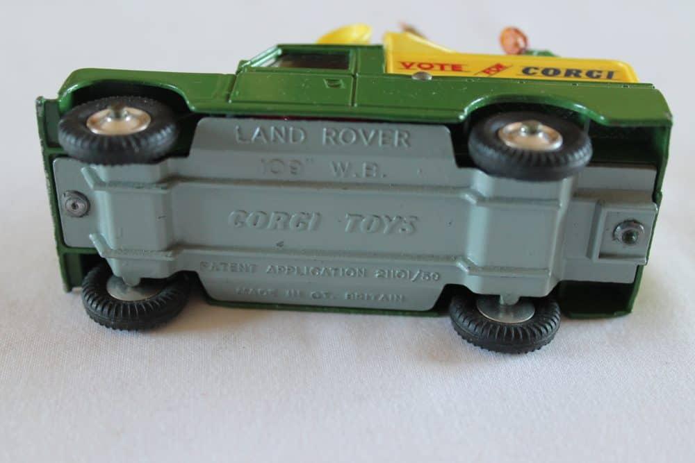 Corgi Toys 472 Public Address Vehicle-base
