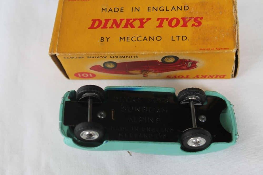 Dinky Toys 101 Sunbeam Alpine Tourer-base