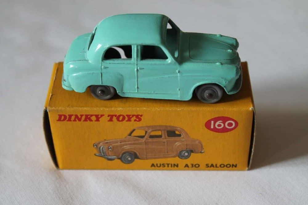 Dinky Toys 160 Austin A30 Saloon-side