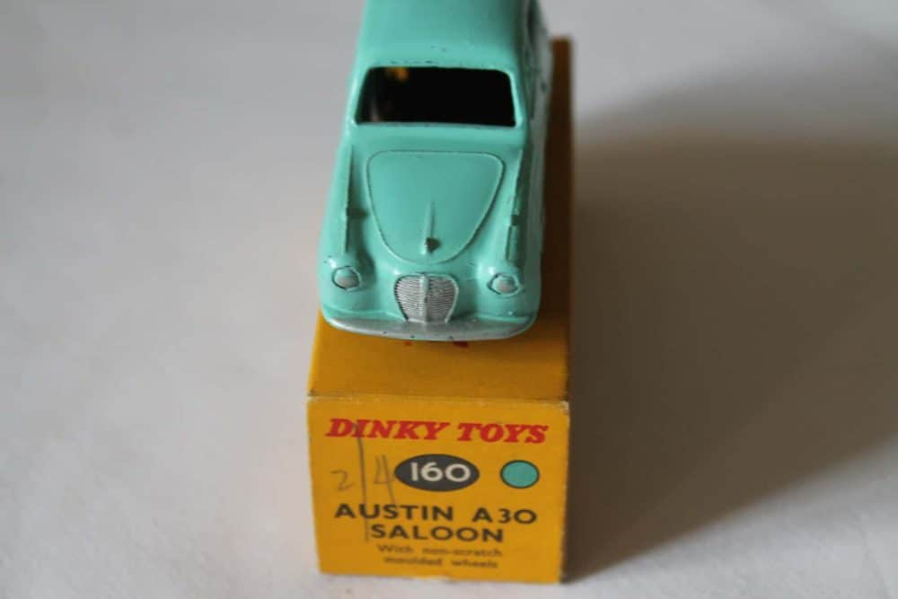 Dinky Toys 160 Austin A30 Saloon-front