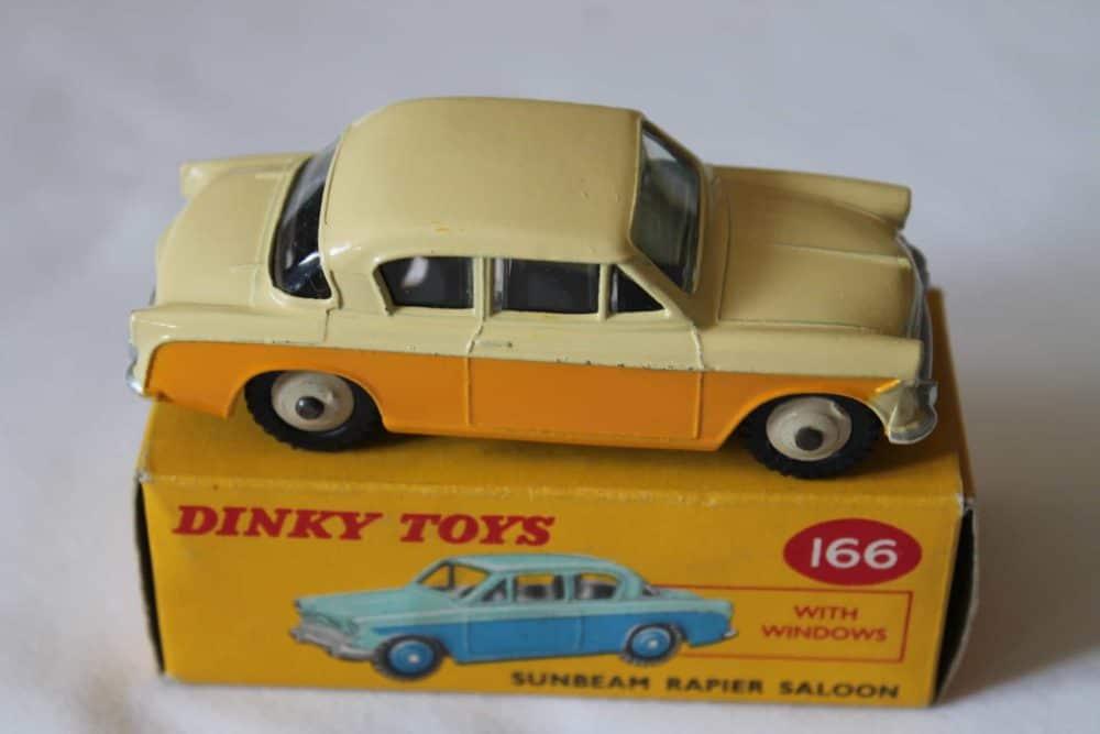 Dinky Toys 166 Sunbeam Rapier-side