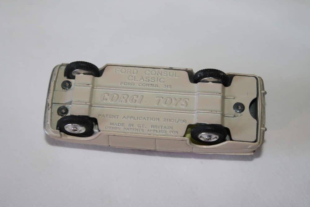 Corgi Toys 234 Ford Consul Classic-base