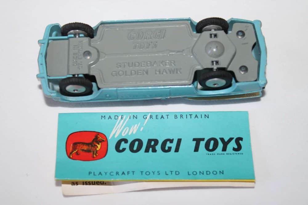 Corgi Toys 211 Studebaker Golden Hawk-base