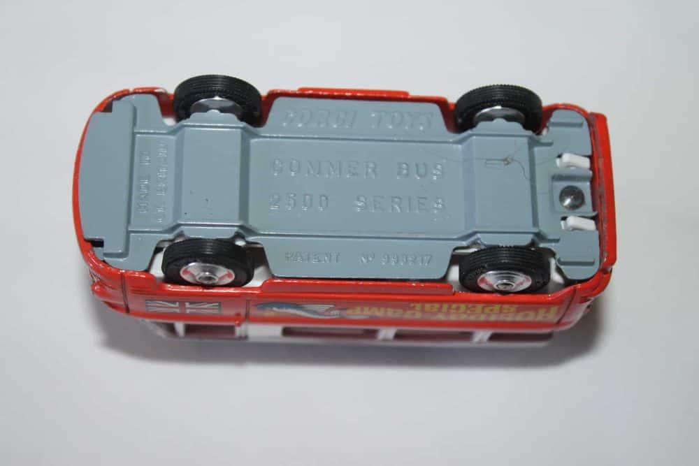 Corgi Toys 508 Commer Holiday Camp Bus-base