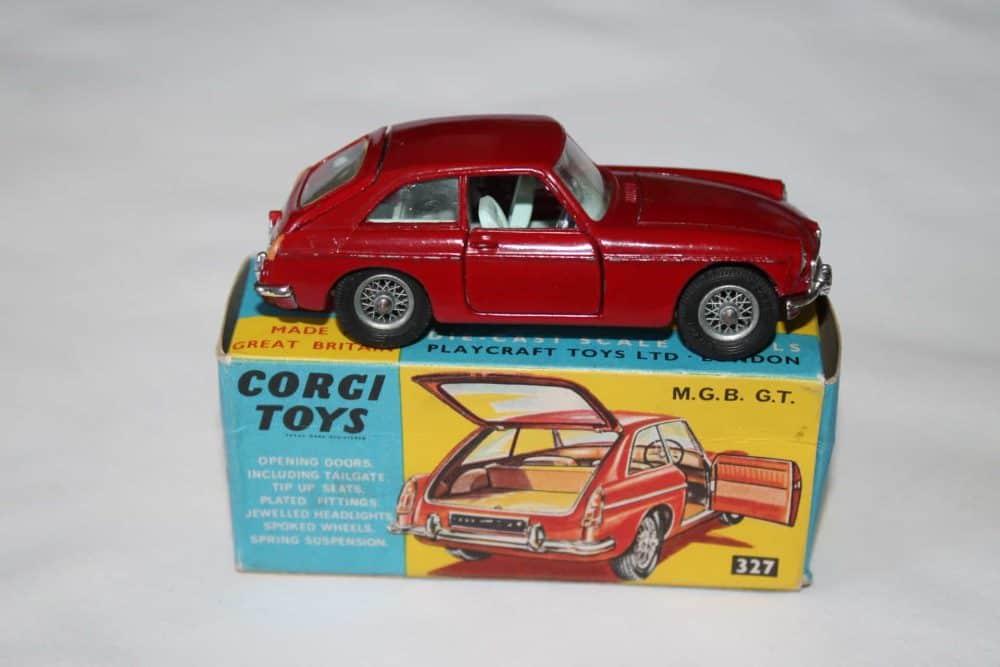Corgi Toys 327 MGB G.T.-side