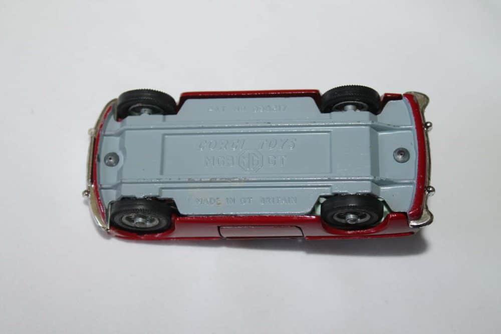 Corgi Toys 327 MGB G.T.-base