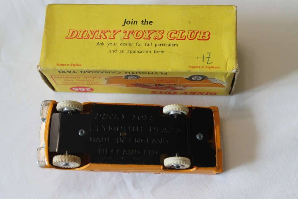 Dinky Toys 266 Plymouth Canadian Taxi-base