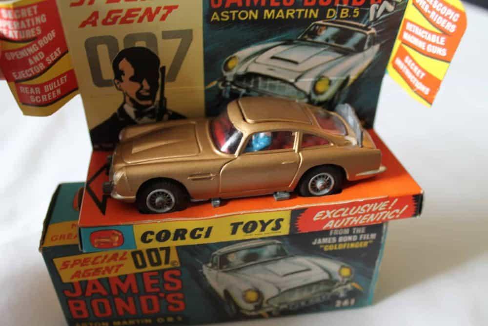Corgi Toys 261 James Bond Aston Martin D.B.5 1st Issue-top