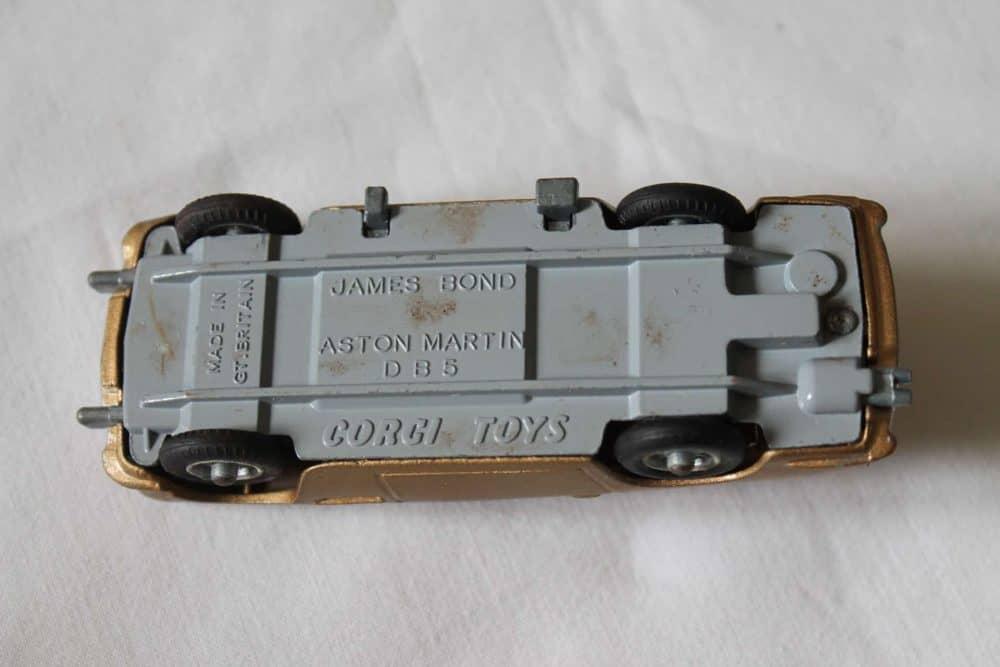 Corgi Toys 261 James Bond Aston Martin D.B.5 1st Issue-base