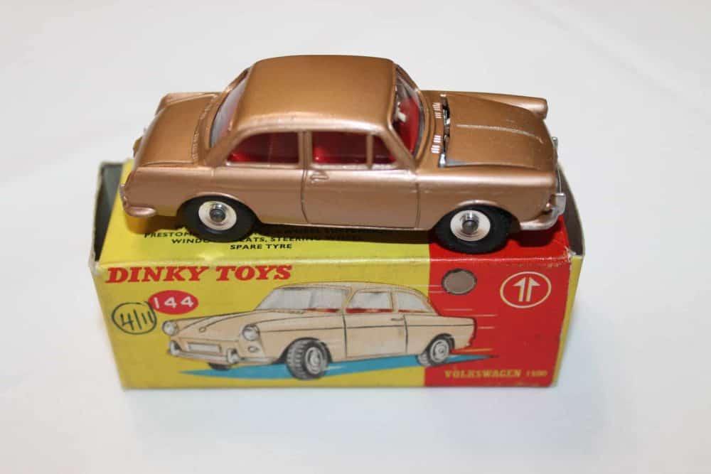 Dinky Toys 144 Volkswagen 1500-side