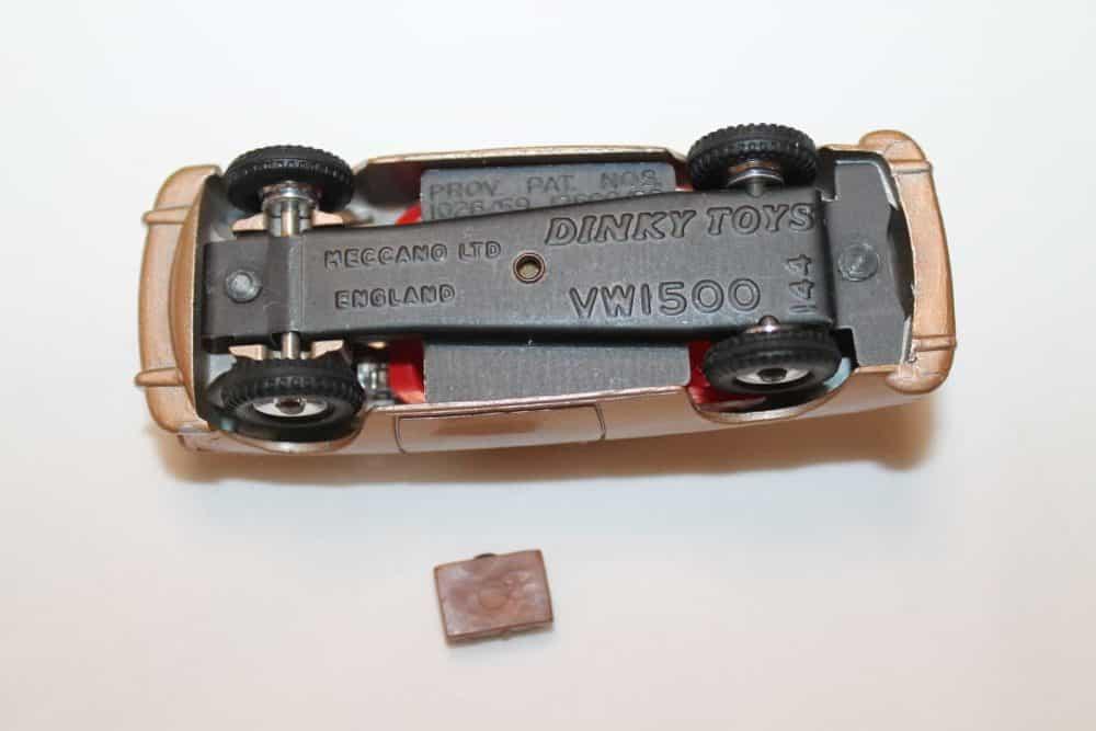 Dinky Toys 144 Volkswagen 1500-base