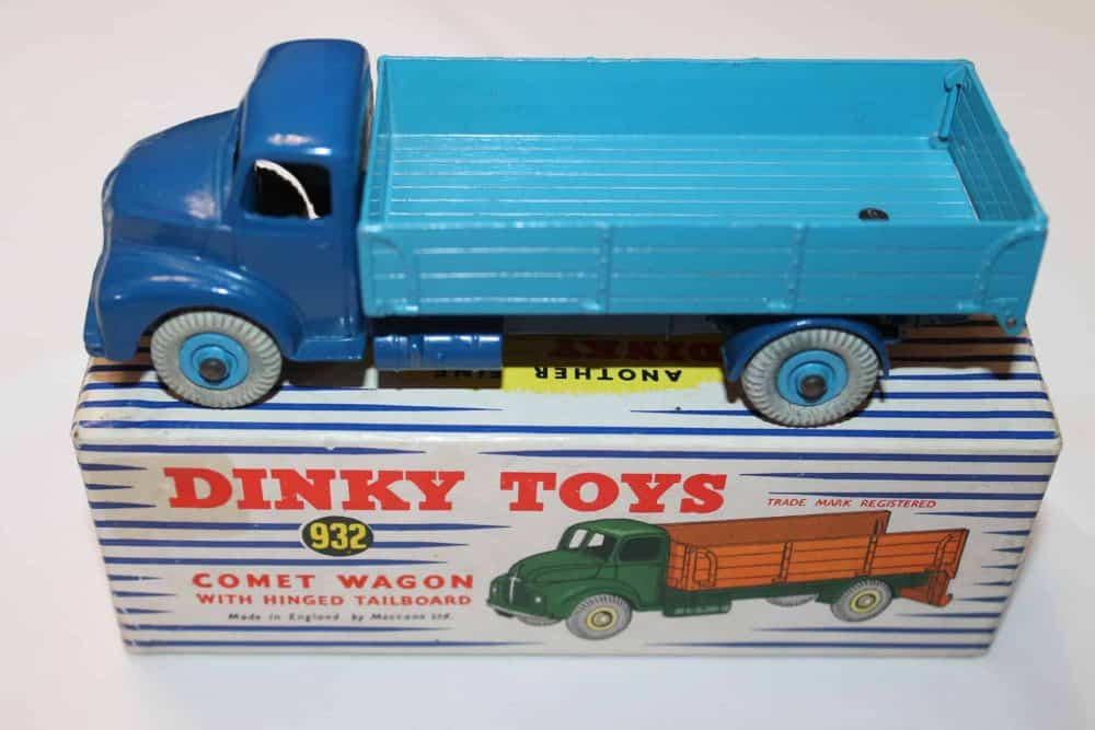 Dinky Toys 532 Comet Wagon with Tailboard