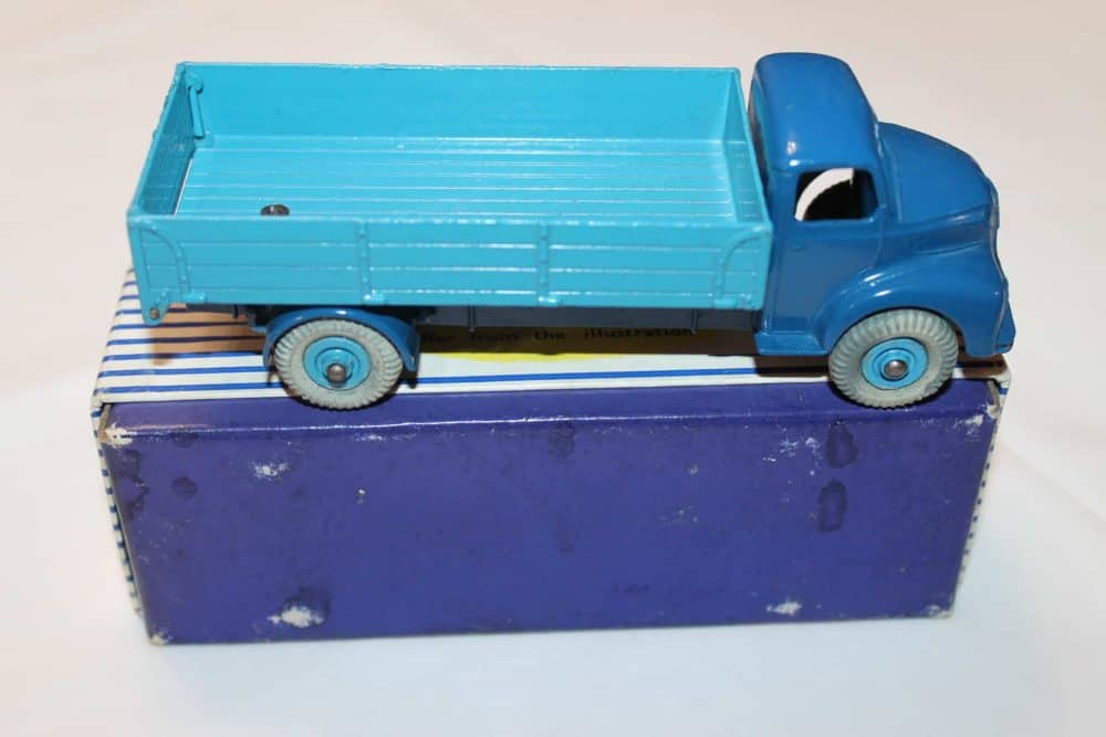 Dinky Toys 532 Comet Wagon with Tailboard-side
