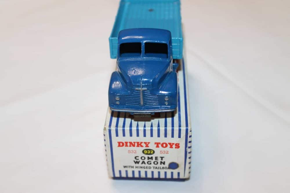 Dinky Toys 532 Comet Wagon with Tailboard-front