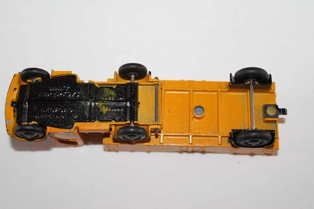 Dinky Toys 521 Bedford Articulated Lorry-base