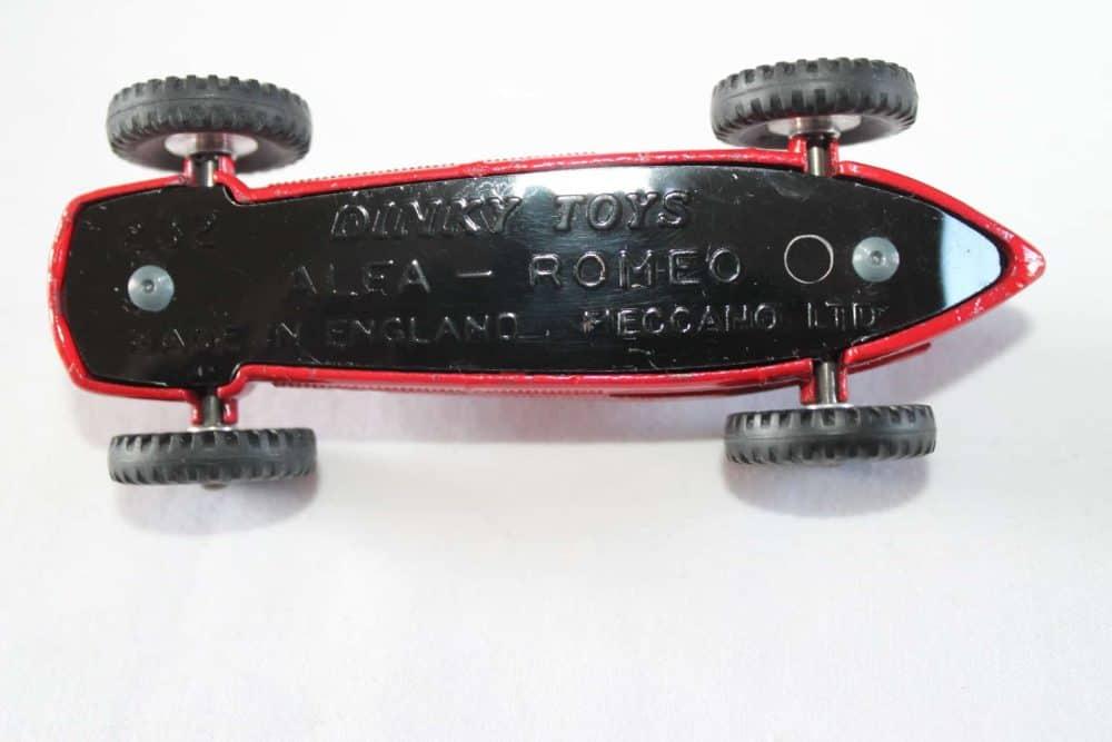 Dinky Toys 232 Alfa Romeo-base