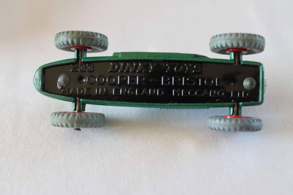 Dinky Toys 233 Cooper Bristol Racing Car-base