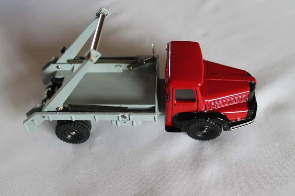 French Dinky 805 Unic Multi Skip & Gas Tanker-side